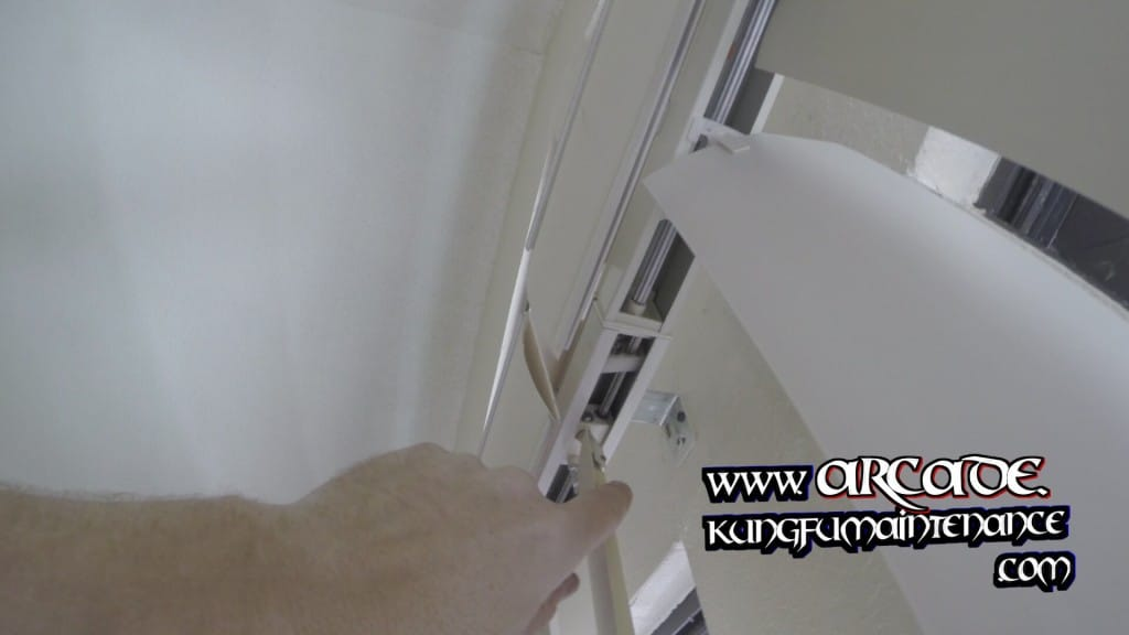 Self Align Left Of Non Aligning Vertical Blinds Right